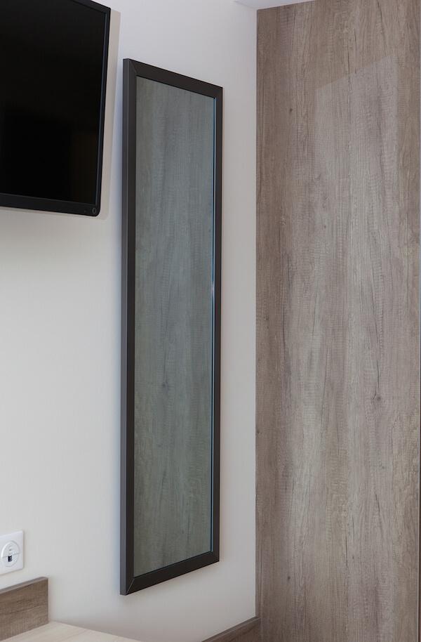Darstellung einer Spiegelheizung im Schlafzimmer